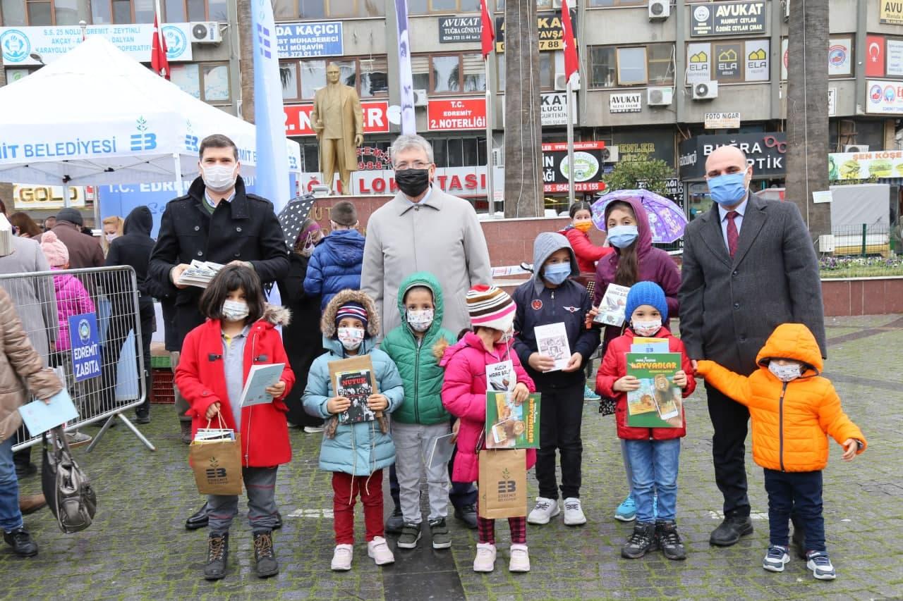 Başkan Arslan'dan Çocuklara Karne Hediyesi